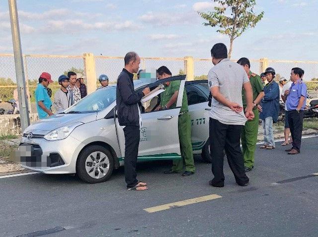 Điều tra tài xế taxi nghi bị khách cứa cổ ngay trên xe - Ảnh 1.