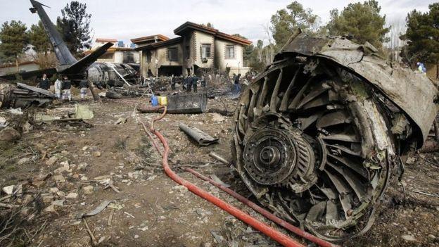 Rơi máy bay Boeing 707 ở Iran, 15 người thiệt mạng - Ảnh 4.