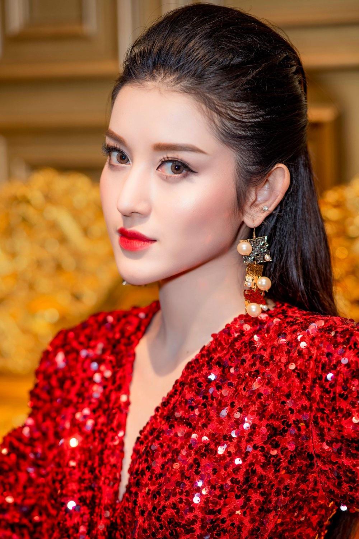 """Á hậu Huyền My gợi cảm """"đọ dáng"""" cùng Hoa hậu Mỹ Linh - Ảnh 4."""