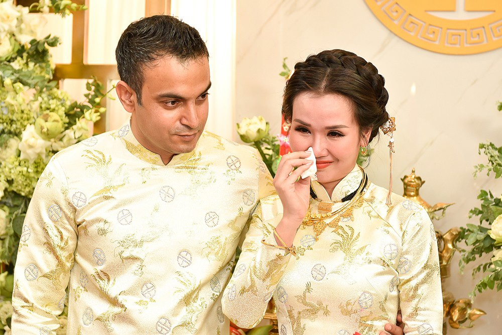 Mẹ Võ Hạ Trâm khóc nức nở khi con gái lên xe hoa cùng chồng Ấn Độ - Ảnh 14.