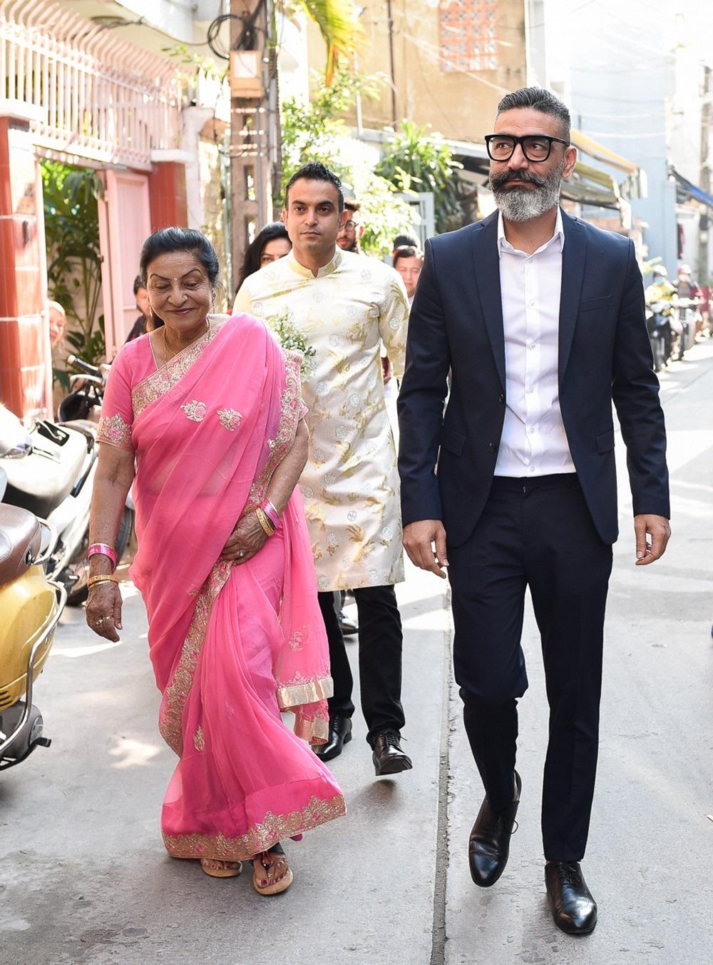 Mẹ Võ Hạ Trâm khóc nức nở khi con gái lên xe hoa cùng chồng Ấn Độ - Ảnh 6.