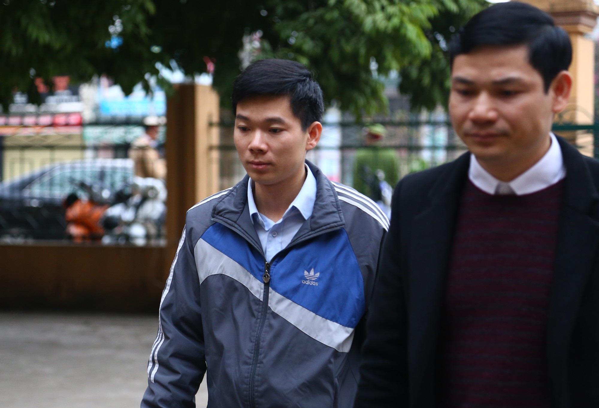Xử vụ chạy thận tử vong: Bị cáo Hoàng Công Lương xin giữ quyền im lặng tại tòa - Ảnh 1.