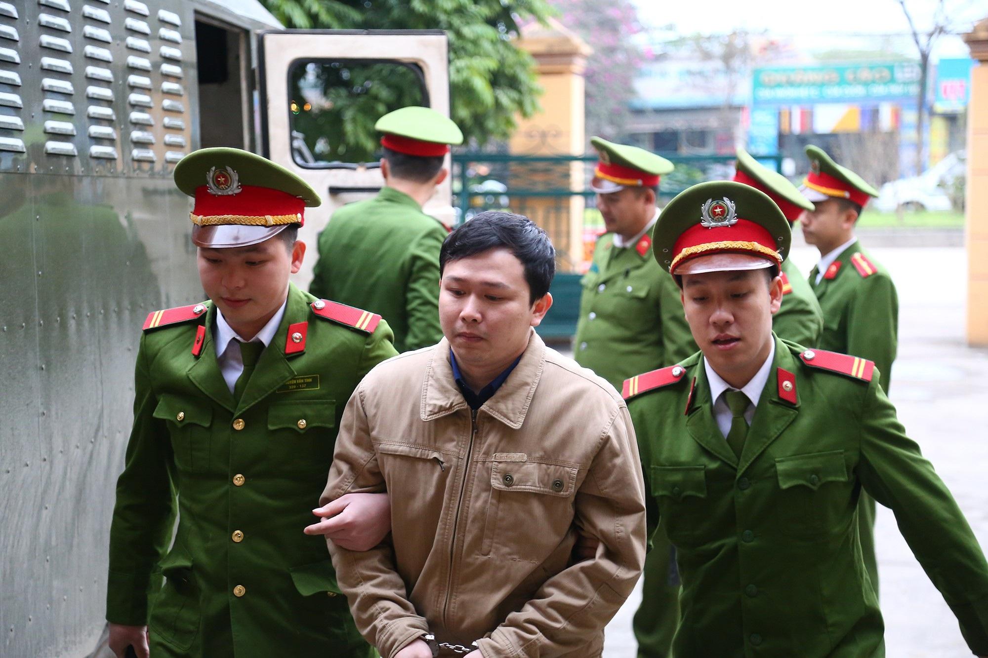 Xử vụ chạy thận tử vong: Bị cáo Hoàng Công Lương xin giữ quyền im lặng tại tòa - Ảnh 3.