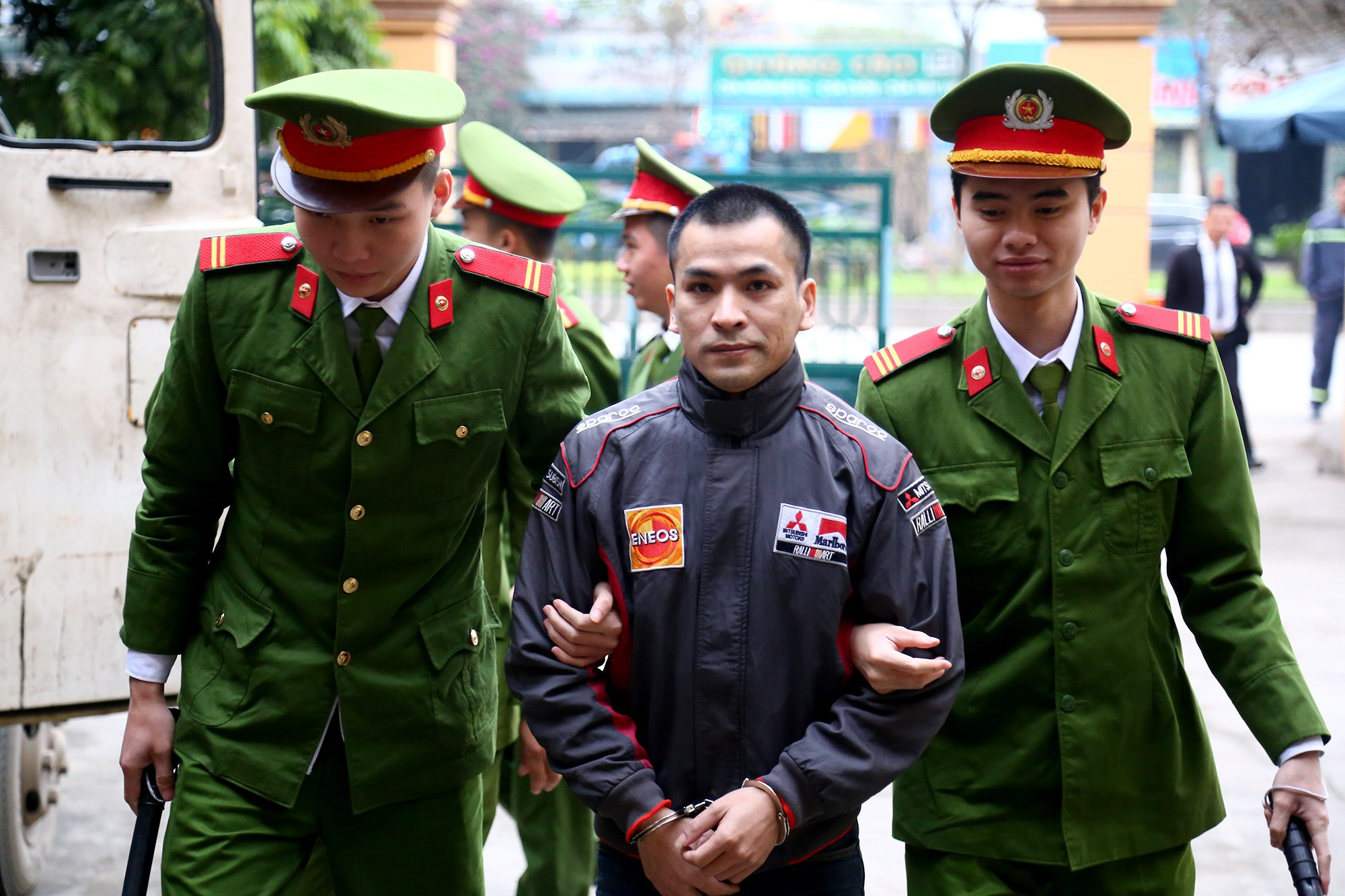 Xử vụ chạy thận tử vong: Bị cáo Hoàng Công Lương xin giữ quyền im lặng tại tòa - Ảnh 2.