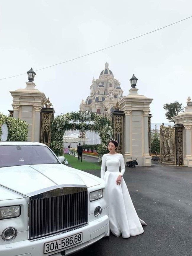 Cô dâu đeo vàng trĩu cổ ở lâu đài Nam Định: Bố mẹ cho 200 cây vàng và 2 bìa đỏ - Ảnh 4.