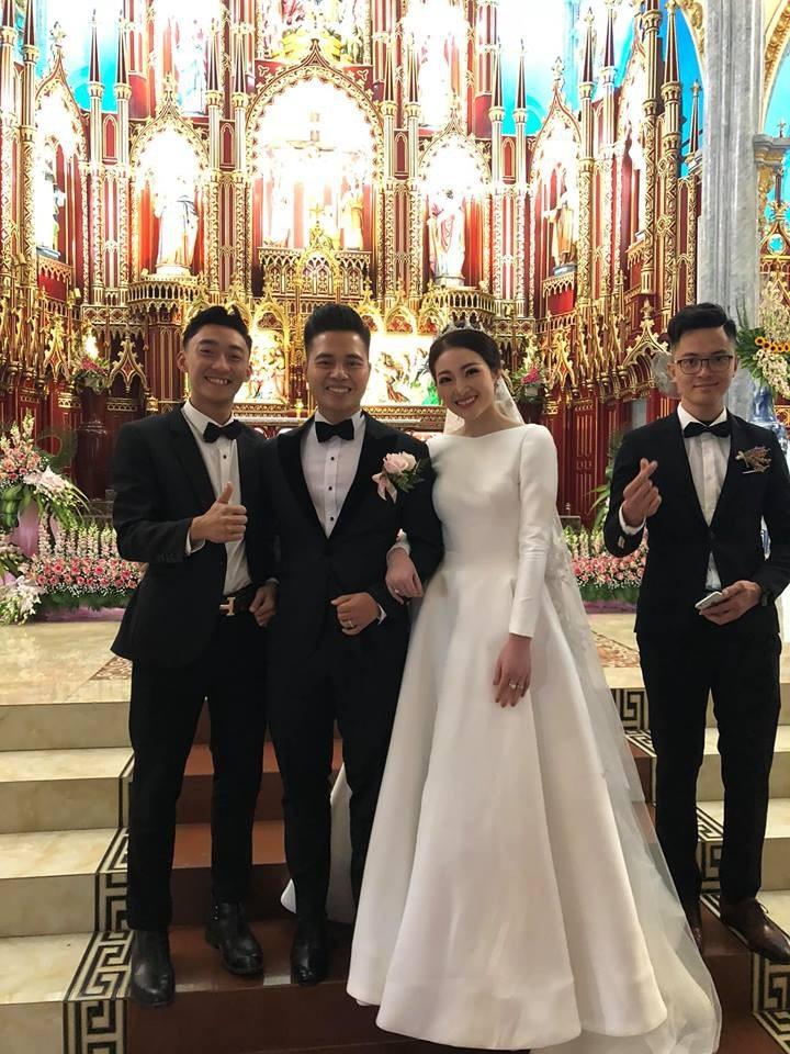 Cô dâu đeo vàng trĩu cổ ở lâu đài Nam Định: Bố mẹ cho 200 cây vàng và 2 bìa đỏ - Ảnh 8.