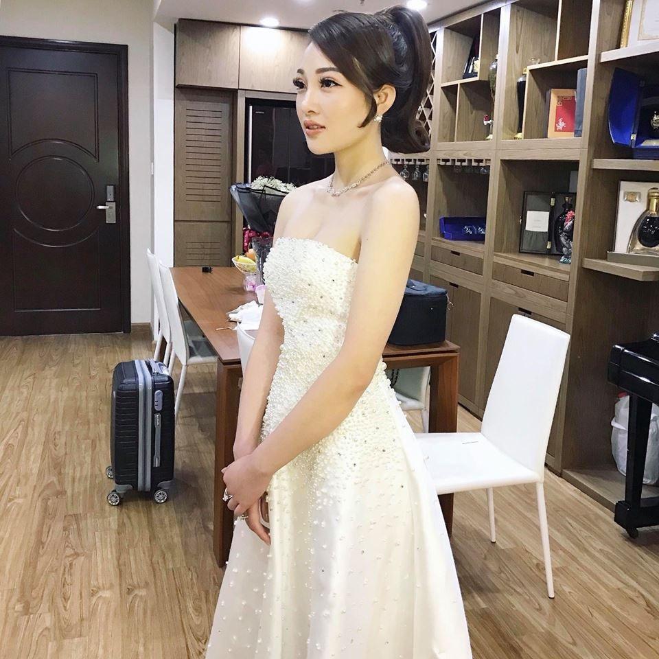 Cận cảnh nhan sắc như hot girl của cô dâu đeo vàng trĩu cổ - Ảnh 2.