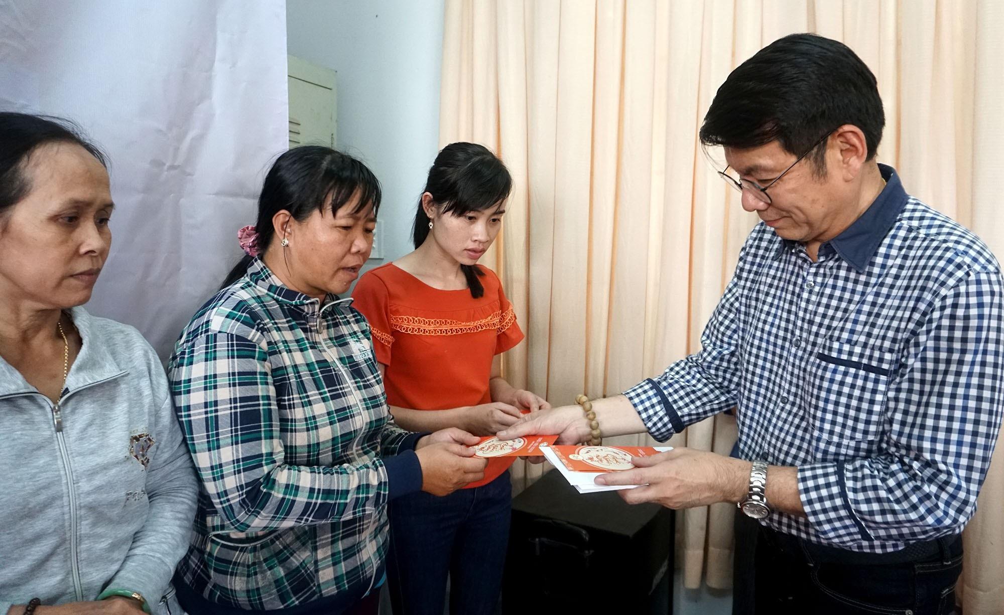 """Báo Dân trí đem """"Xuân Ấm Áp"""" đến với học sinh, giáo viên và người dân nghèo tỉnh Đồng Nai - Ảnh 9."""