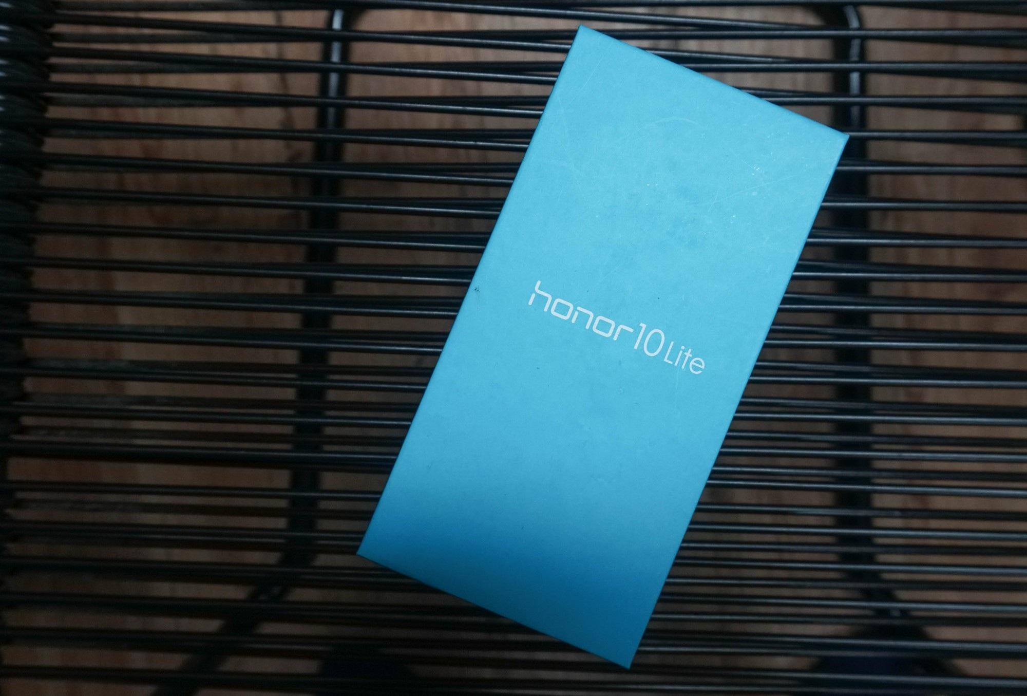 Đập hộp Honor 10 Lite - smartphone tầm trung sắp bán ở Việt Nam với giá khoảng 5 triệu đồng - Ảnh 2.