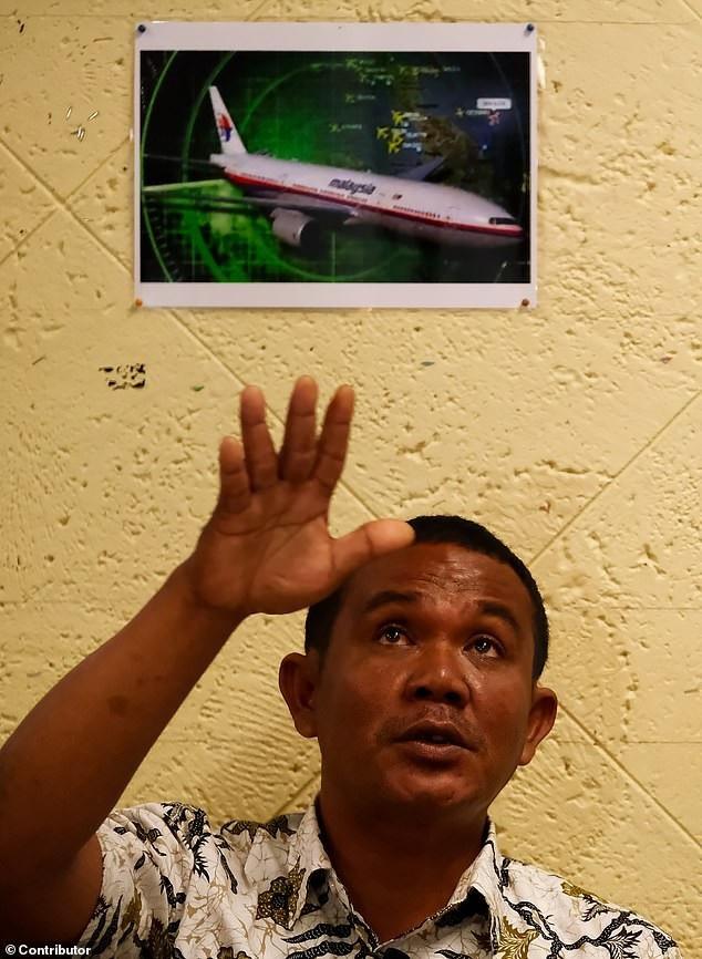Ngư dân khẳng định nhìn thấy MH370 bốc khói đen, lao xuống eo biển Malacca - Ảnh 1.