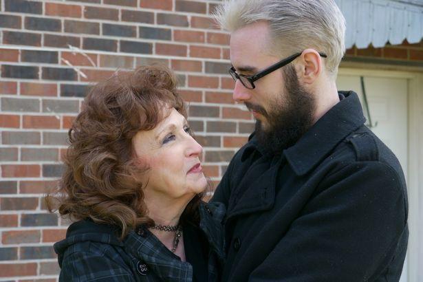 Chuyện tình thần tốc của cụ bà 71 tuổi yêu chàng trai 17 tuổi - Ảnh 1.