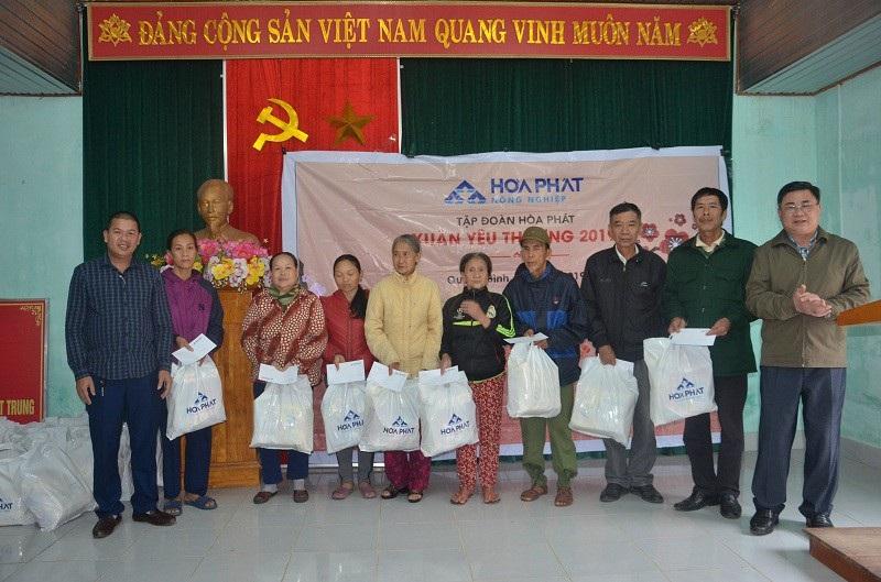 Quảng Bình: Hàng trăm suất quà Tết đến với học sinh và đồng bào dân tộc - Ảnh 3.