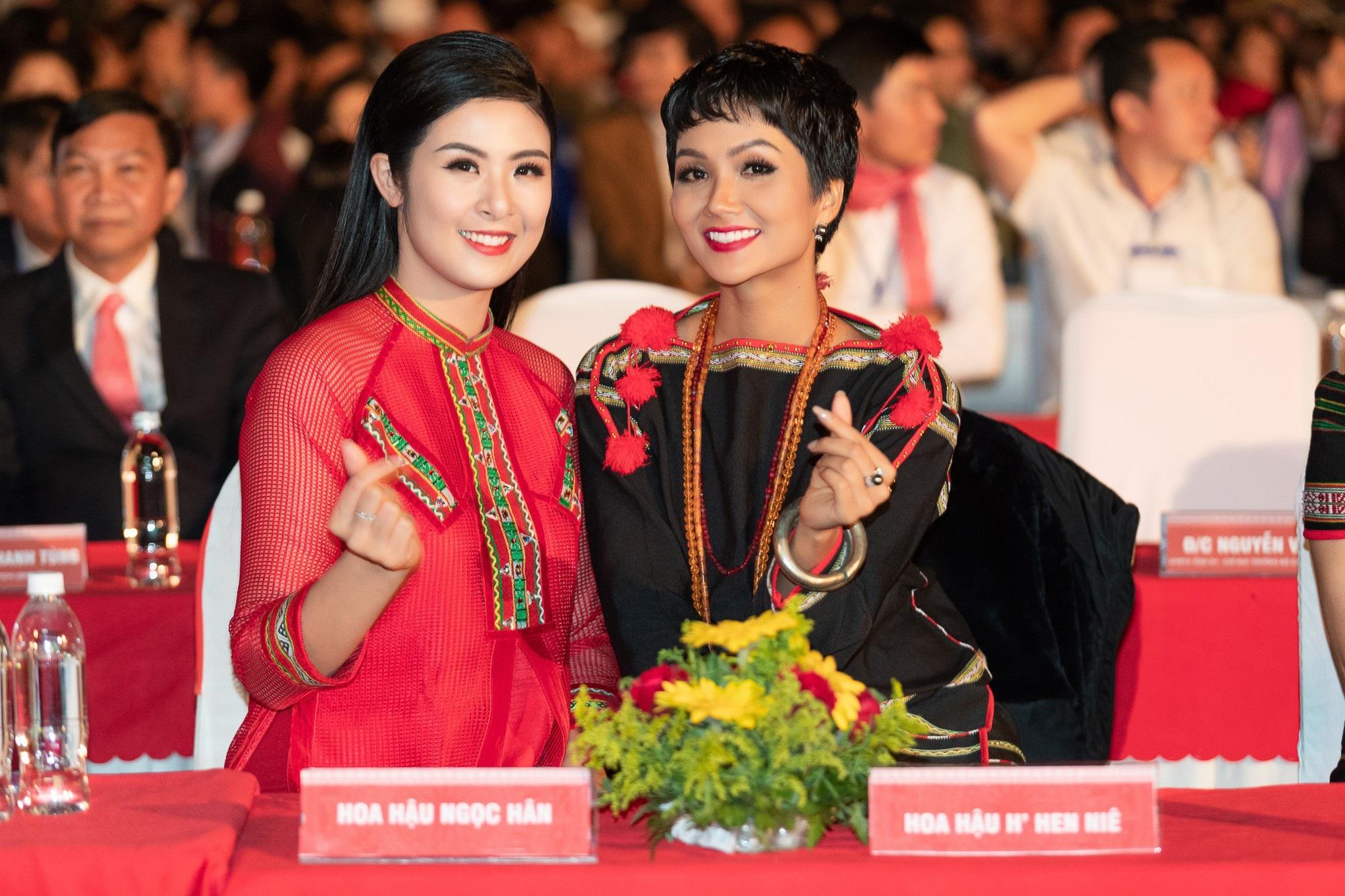 NTK Đỗ Trịnh Hoài Nam hội ngộ Hoa hậu Ngọc Hân, H'Hen Niê - Ảnh 3.