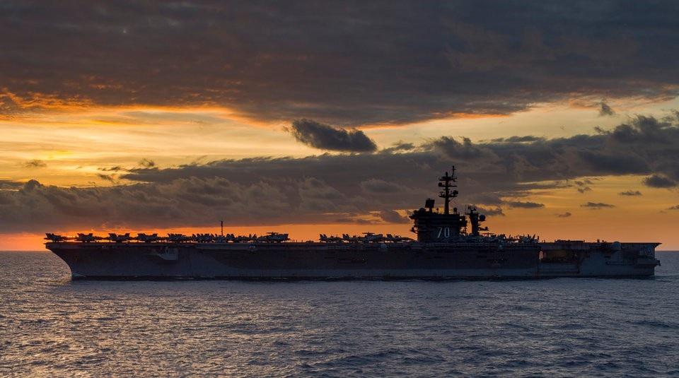 Vì sao tàu sân bay Mỹ khó bị đánh chìm? - Ảnh 2.