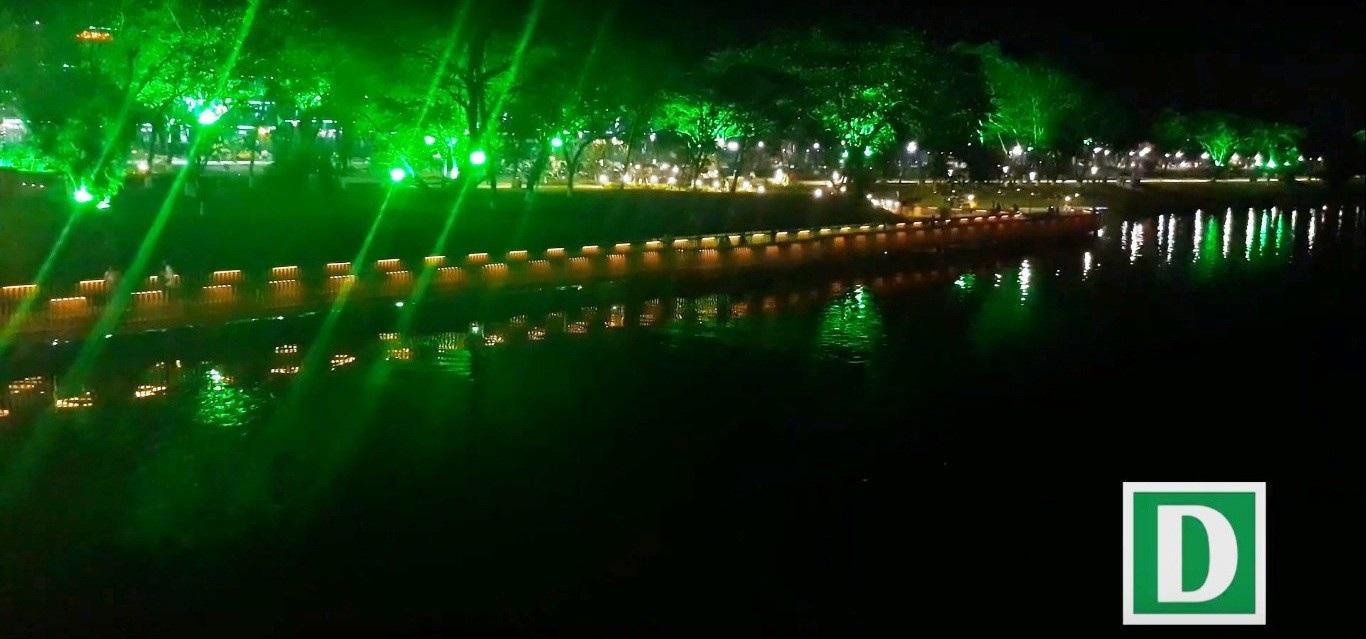 Thích thú với đường đi bộ bên sông Hương tuyệt đẹp về đêm - Ảnh 4.
