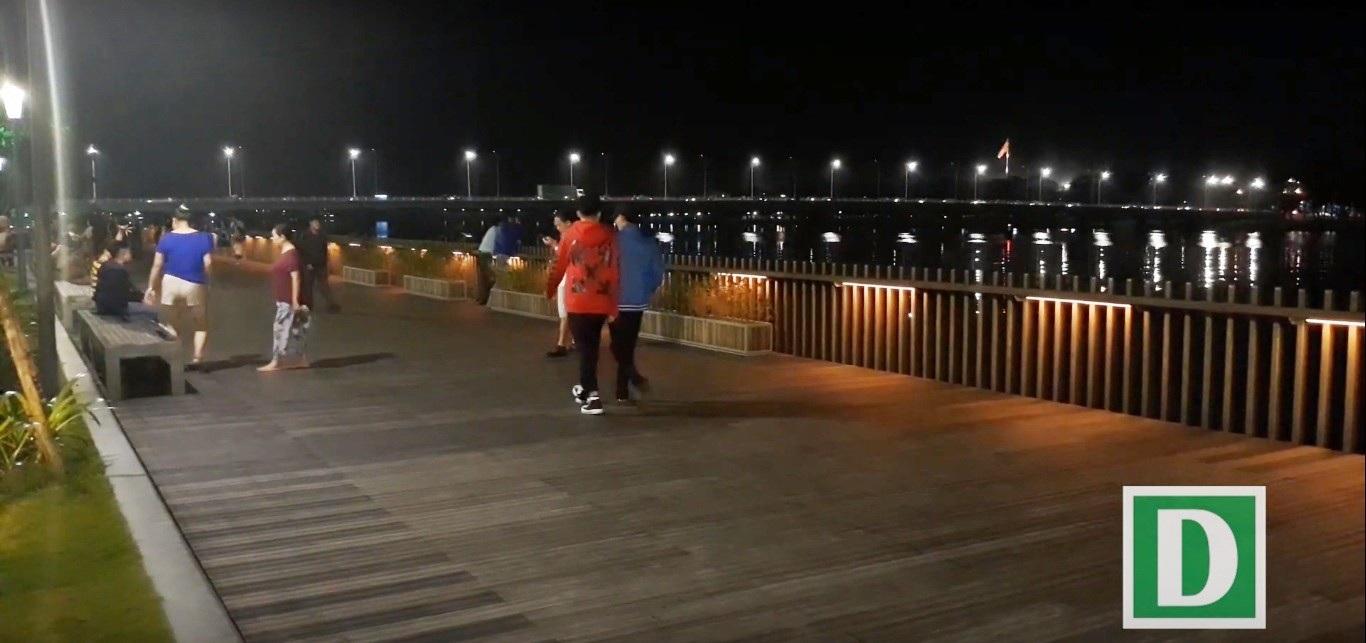 Thích thú với đường đi bộ bên sông Hương tuyệt đẹp về đêm - Ảnh 6.