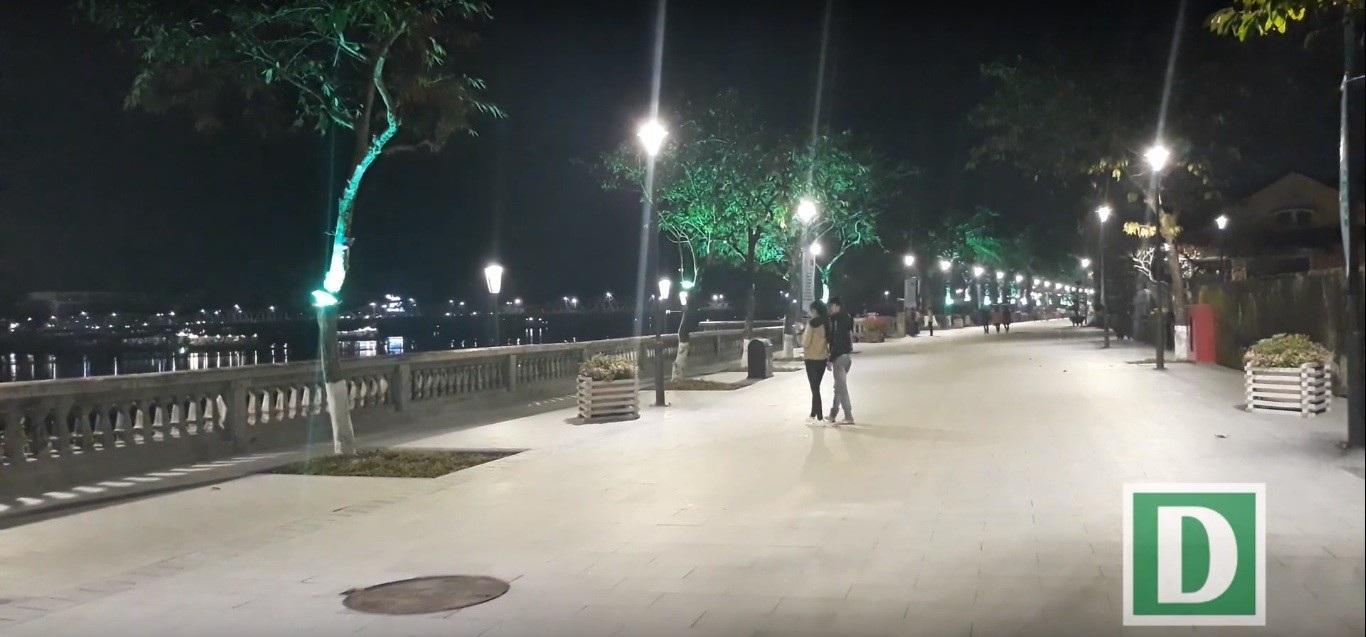 Thích thú với đường đi bộ bên sông Hương tuyệt đẹp về đêm - Ảnh 9.