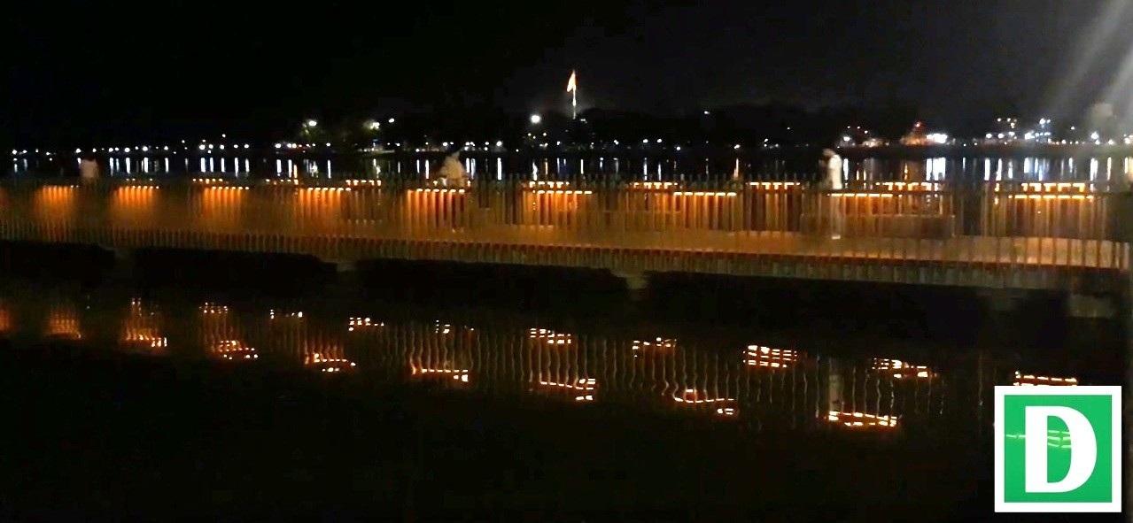 Thích thú với đường đi bộ bên sông Hương tuyệt đẹp về đêm - Ảnh 11.