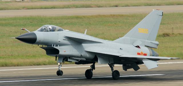 """Tình báo Mỹ """"tố"""" Trung Quốc ép nước ngoài chuyển giao công nghệ quân sự - Ảnh 1."""