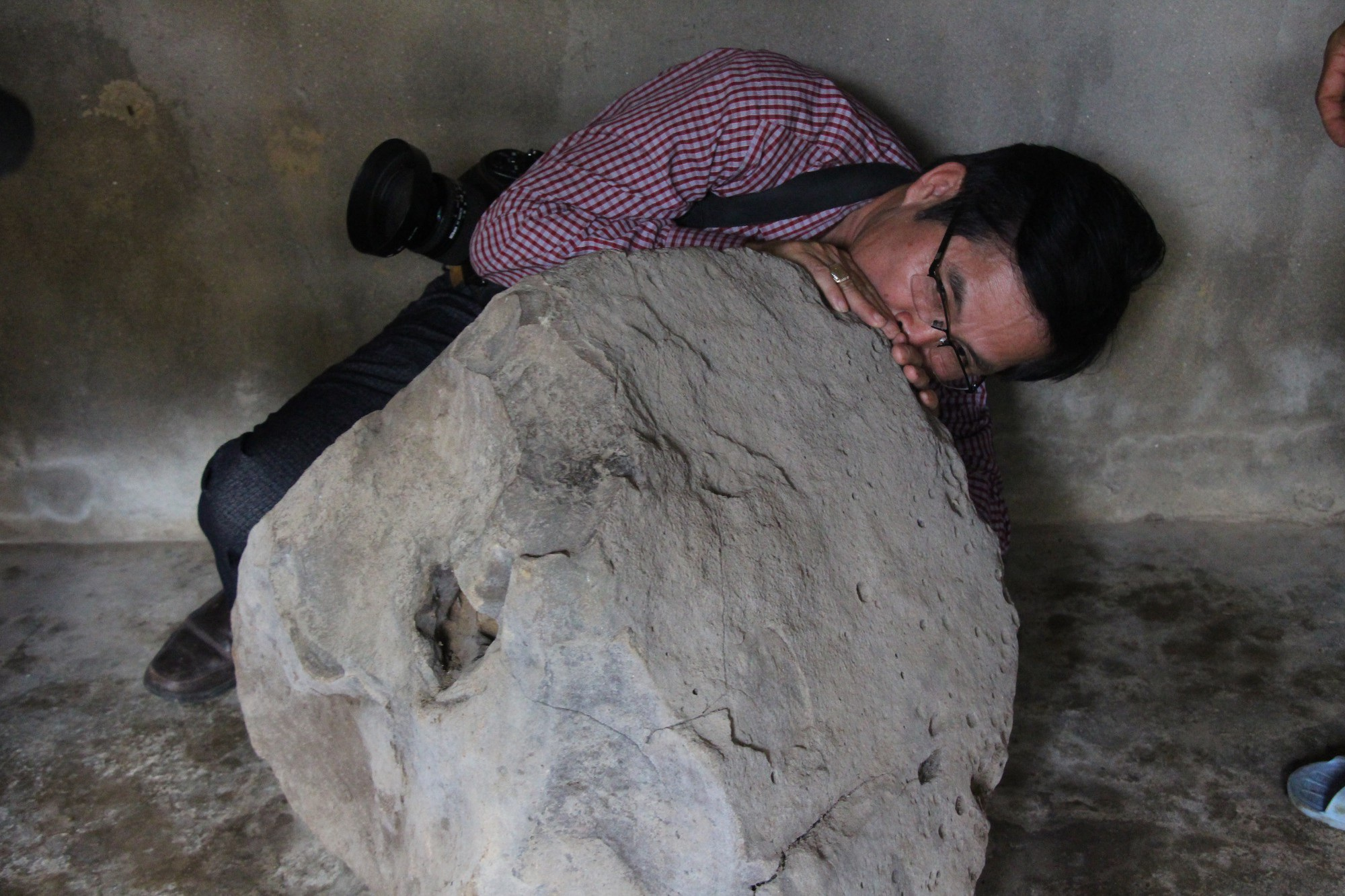 Quảng Ngãi: Phát hiện tù và bằng đá độc nhất vô nhị - Ảnh 2.