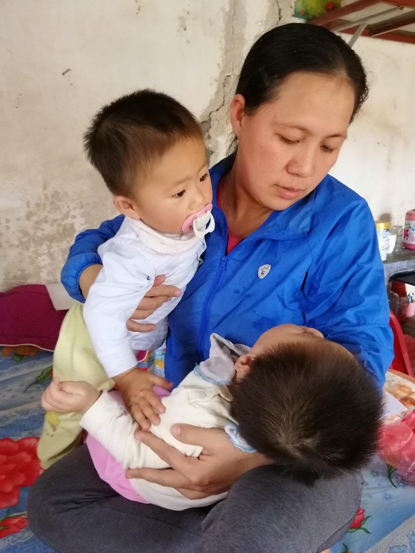 Quặn thắt bé 13 tháng tuổi giàn giụa nước mắt vì đau nhưng không có tiền đến viện - Ảnh 4.