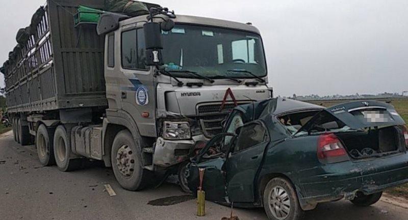 Đại úy Biên phòng tử nạn sau cú tông xe đầu kéo - Ảnh 1.