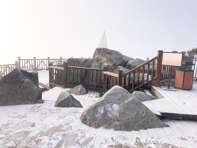 Fansipan lúc mờ sáng: Trắng xoá băng tuyết - Ảnh 5.