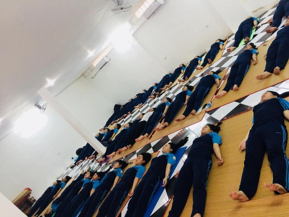 Trường THPT đưa Yoga vào thời khóa biểu chính thức lớp 12 - Ảnh 4.