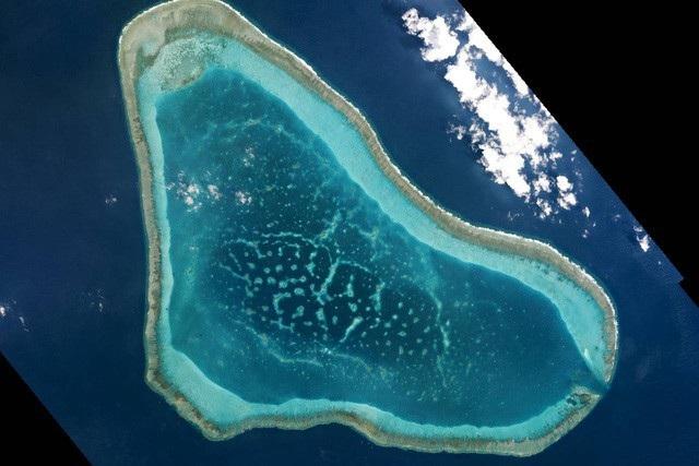 Thẩm phán Tối cao Philippines gọi yêu sách chủ quyền của Trung Quốc ở Biển Đông là tin giả thế kỷ - Ảnh 1.