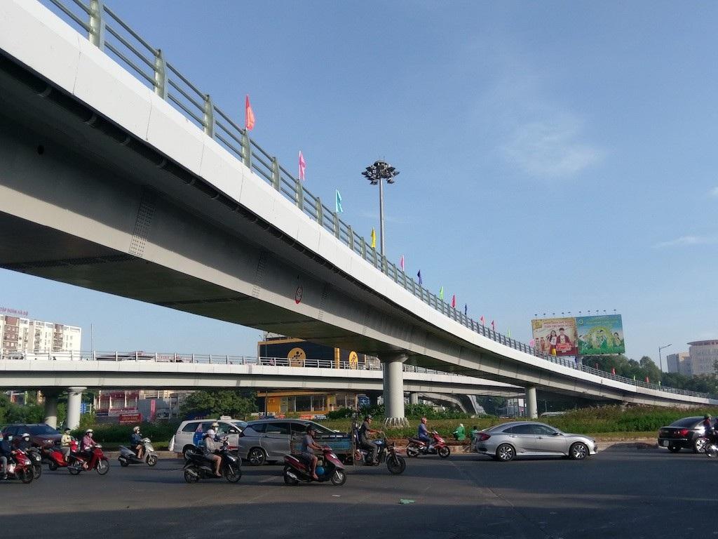 """Thông xe cầu vượt chữ N """"giải cứu"""" sân bay Tân Sơn Nhất - Ảnh 4."""