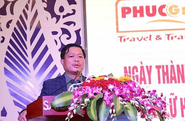 Ông Nguyễn Quý Phương – Vụ trưởng Vụ Lữ hành Tổng cục Du lịch chúc mừng những thành tựu của doanh nghiệp