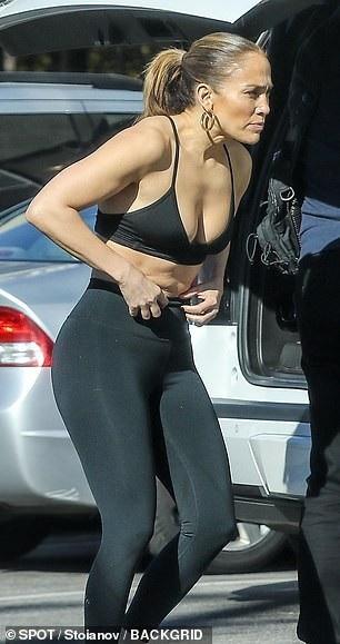 Thân hình săn chắc đáng ngưỡng mộ của Jennifer Lopez - Ảnh 4.