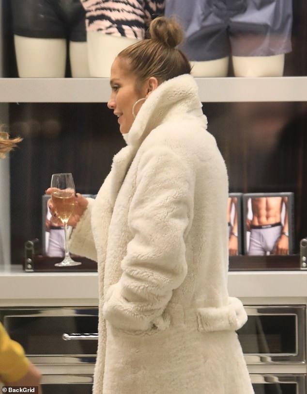 Thân hình săn chắc đáng ngưỡng mộ của Jennifer Lopez - Ảnh 6.
