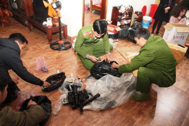 Pháo lậu, vũ khí nóng bị phát hiện và thu giữ.