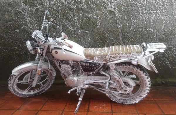 """Ô tô, xe máy """"đóng băng"""" trên đỉnh Mẫu Sơn - 2"""
