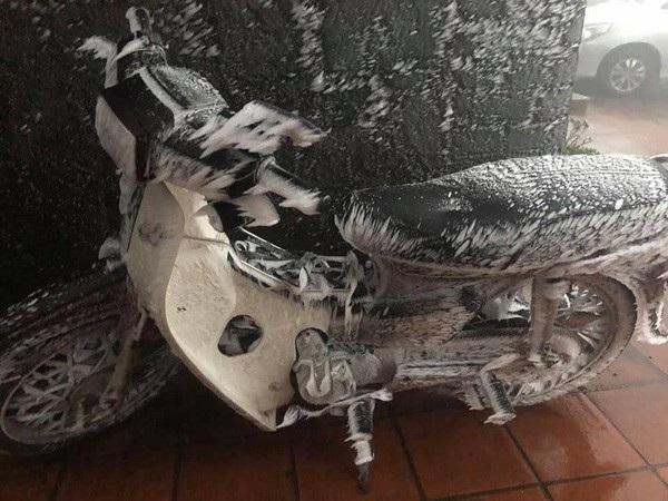 """Ô tô, xe máy """"đóng băng"""" trên đỉnh Mẫu Sơn - 3"""