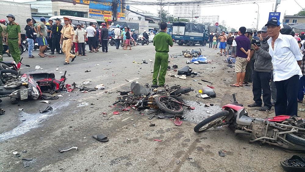 Khen thưởng 7 cá nhân nỗ lực cứu người trong vụ tai nạn kinh hoàng 4 người chết - Ảnh 2.