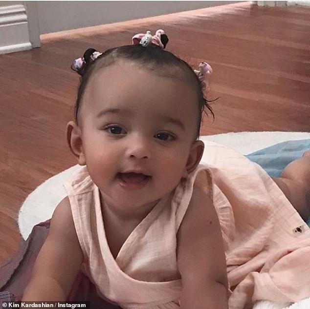 Người phụ nữ mang thai hộ cô Kim đã sinh cho vợ chồng Kim bé gái Chicago hồi giữa tháng 1/2018. Kim bị các vấn đề sức khỏe trong lần mang thai trước đó ví như tiền sản giật nên cô không thể tiếp tục mang bầu