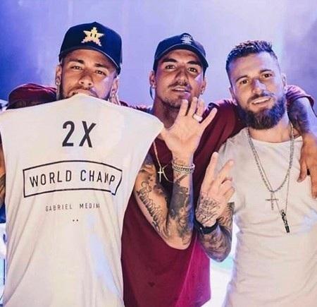 Neymar đón năm mới 2019 tưng bừng bên dàn mỹ nhân - Ảnh 1.