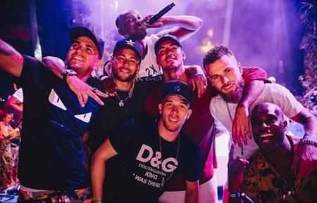 Neymar đón năm mới 2019 tưng bừng bên dàn mỹ nhân - Ảnh 3.