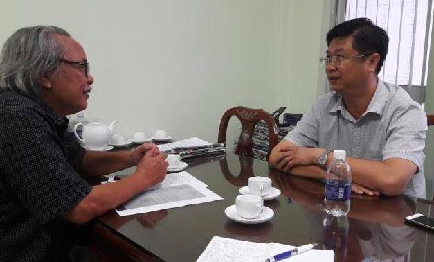 Ông Trương Quang Hoài Nam (áo màu sáng) - Phó chủ tịch UBND TP Cần Thơ trong buổi tiếp xúc với Nhà báo Phan Huy - Trưởng đại diện Văn phòng Cần Thơ báo Điện tử Dân trí