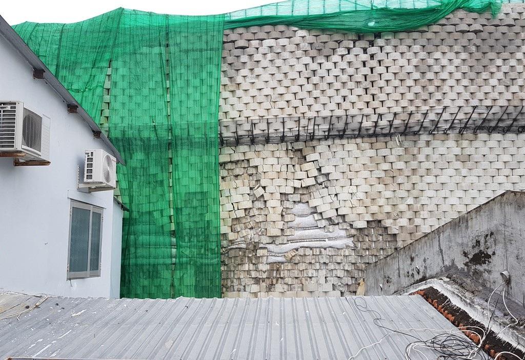 Vụ bức tường khủng: Khánh Hòa ra quyết định cưỡng chế buộc Đồi Xanh khắc phục hậu quả - Ảnh 1.