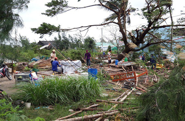 Lốc xoáy gây sập nhà dân ở Bạc Liêu. (Ảnh: CTV)