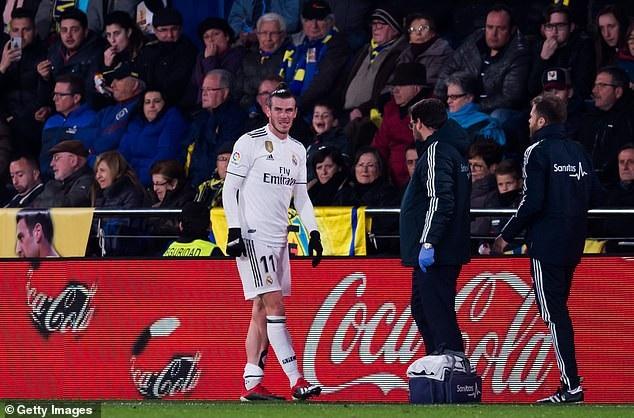 Chấn thương khiến Bale phải rời sân ở đầu hiệp 2