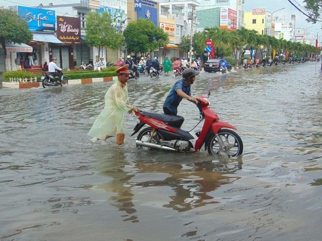 Ảnh hưởng bão số 1, Bạc Liêu - Cà Mau ngập nặng vì mưa lớn - 5