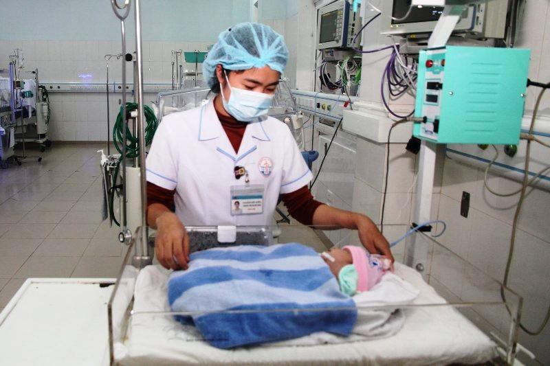 """Mẹ bỏ lại con vừa sinh tại bệnh viện """"nhờ"""" nhân viên y tế chăm sóc - Ảnh 1."""
