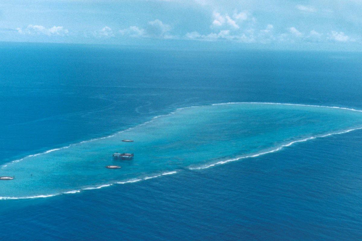Nhật Bản phản đối tàu Trung Quốc khảo sát đảo san hô - Ảnh 1.
