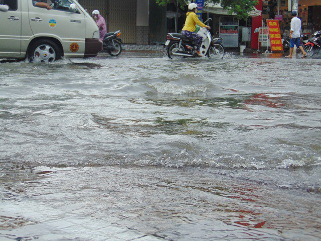 Ảnh hưởng bão số 1, Bạc Liêu - Cà Mau ngập nặng vì mưa lớn - 3