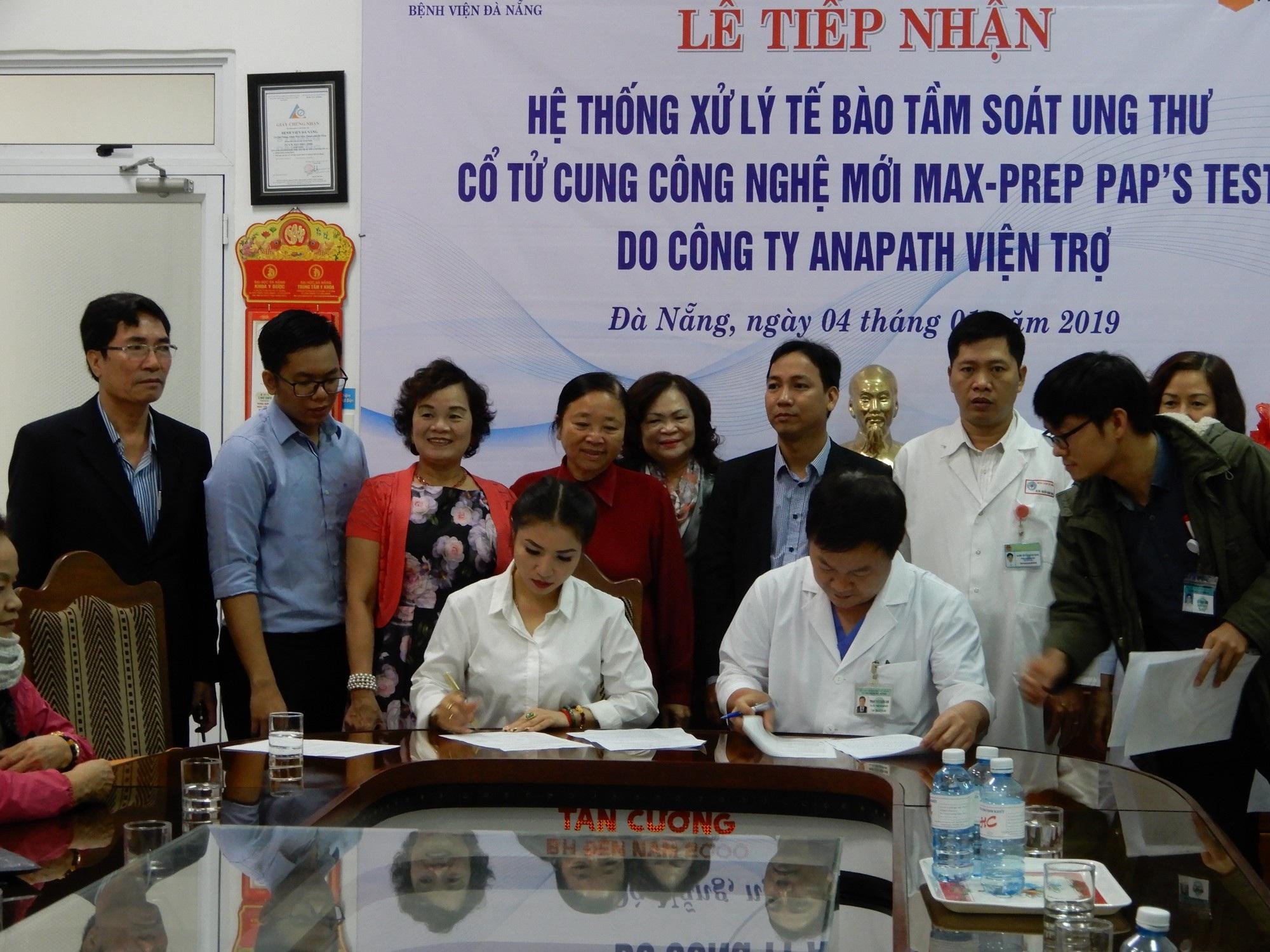 Bệnh viện Đà Nẵng tiếp nhận hệ thống tầm soát tế bào ung thư cổ tử cung - Ảnh 1.