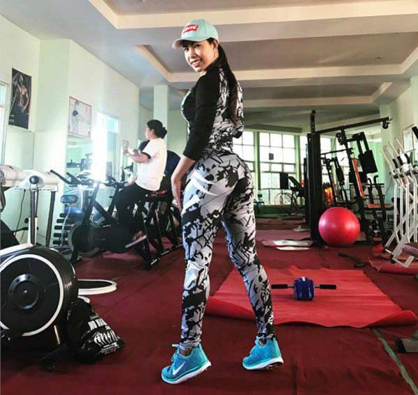 Cô sở hữu vóc dáng săn chắc, đường cong nóng bỏng sau 10 năm kiên trì với gym.
